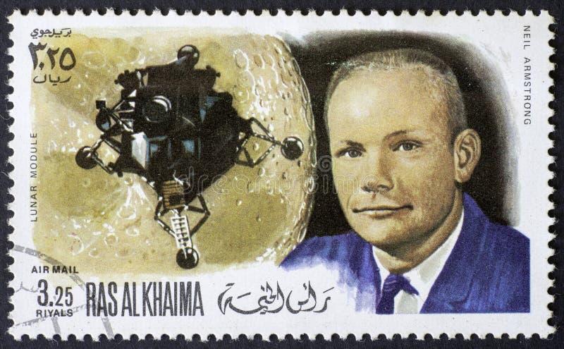RAS AL KHAIMA - CIRCA 1969: een zegel toont Neil Armstrong - eerste mens op de Maan, circa 1969 stock foto's