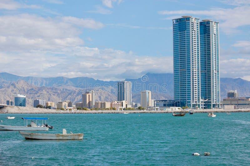 Ras Al Khaimah City aux Emirats Arabes Unis vers la fin de l'apr?s-midi chez le Corniche images libres de droits