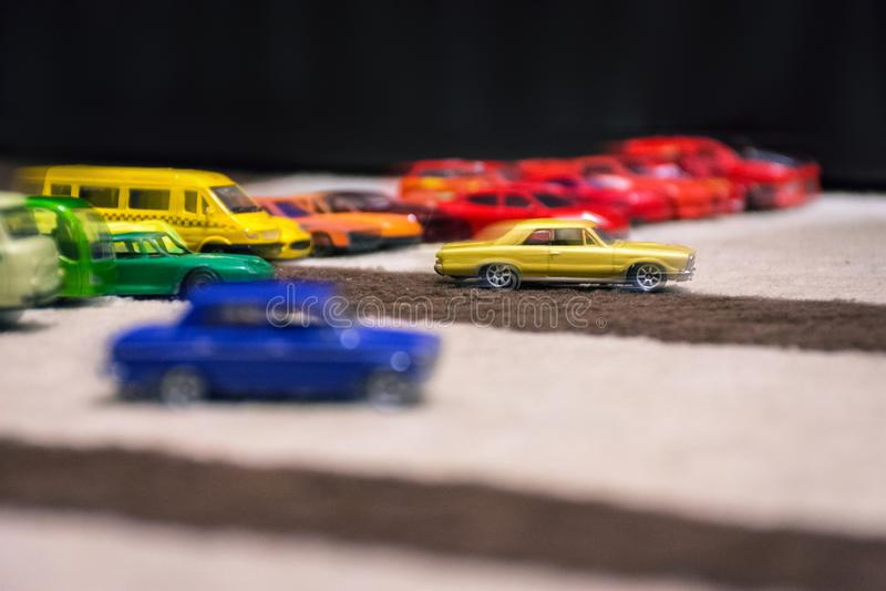 Rasa mali kolorowi samochody zdjęcie stock