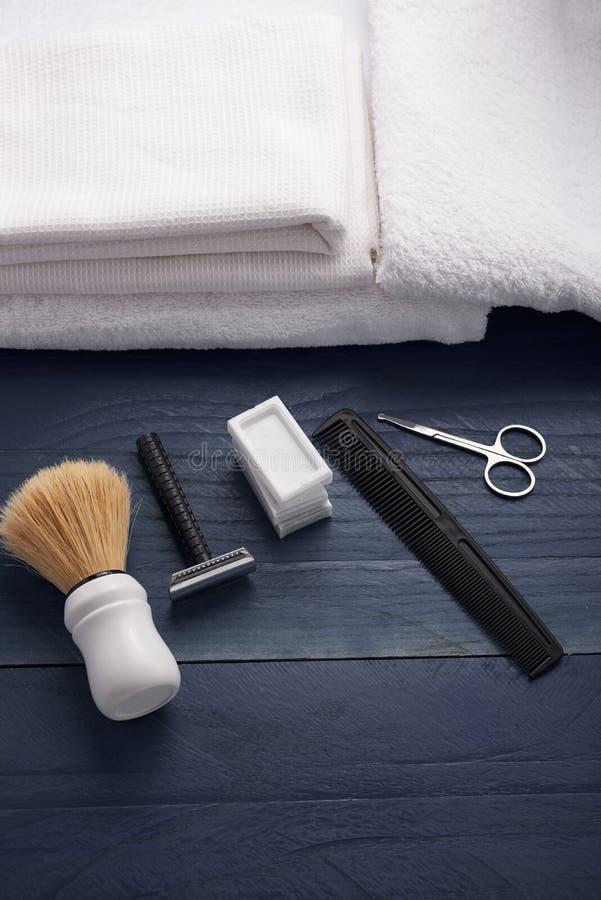 Download Rasage De La Verticale Supérieure D'accessoires Photo stock - Image du cheveu, beauté: 77152490