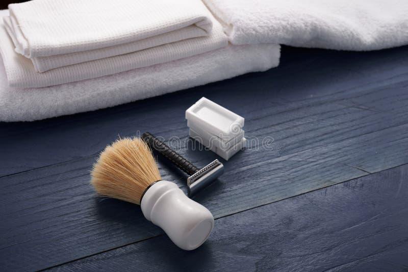 Download Rasage Des Accessoires Sur La Table Image stock - Image du accessoire, cheveu: 77154537