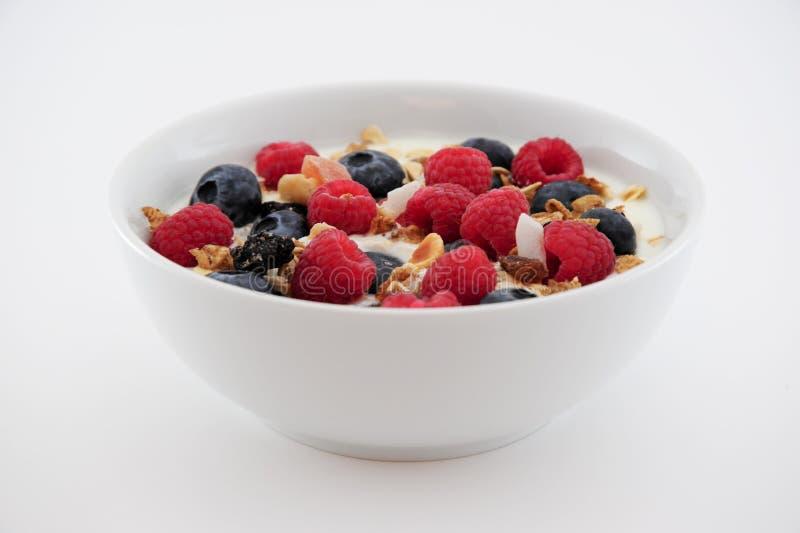 Rasberries con el yogur imagen de archivo libre de regalías