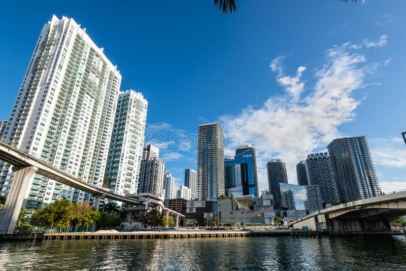 Rascacielos céntricos en el área de Brickell, la Florida, los E.E.U.U. de Miami imagen de archivo