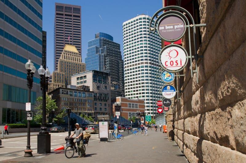 Rascacielos céntricos y estación del sur, los E.E.U.U. de Boston fotos de archivo libres de regalías