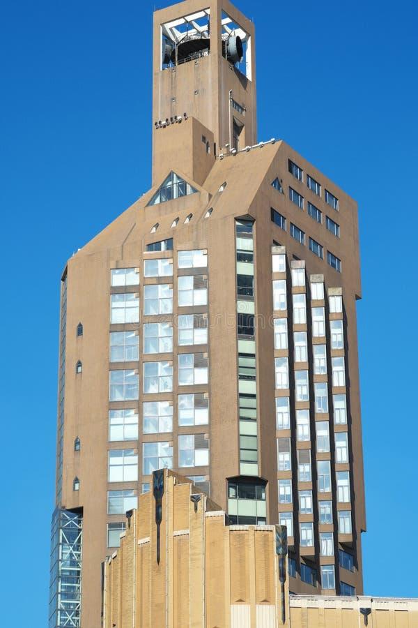 Rascacielos comercial moderno imagenes de archivo