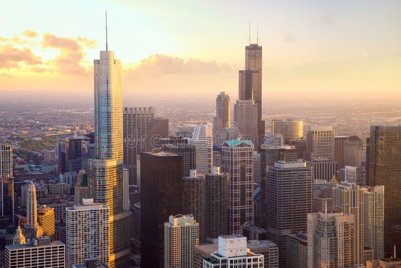 Rascacielos de Chicago en la puesta del sol imagen de archivo