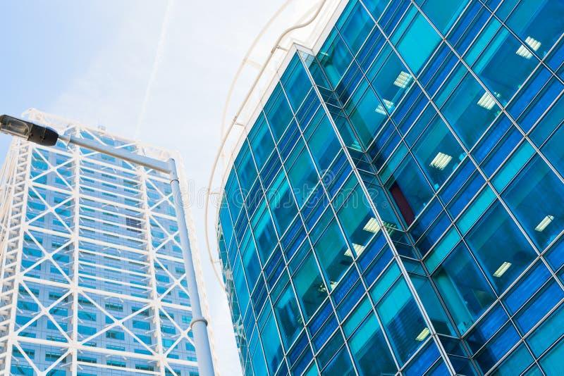 Rascacielos de cristal azules foto de archivo libre de regalías