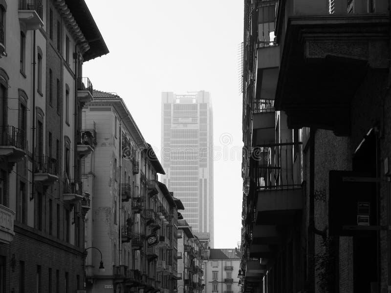 Rascacielos de Intesa San Paolo en Turín en blanco y negro fotos de archivo libres de regalías