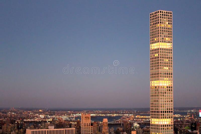 Rascacielos 432 de la avenida de parque en Manhattan crepuscular foto de archivo