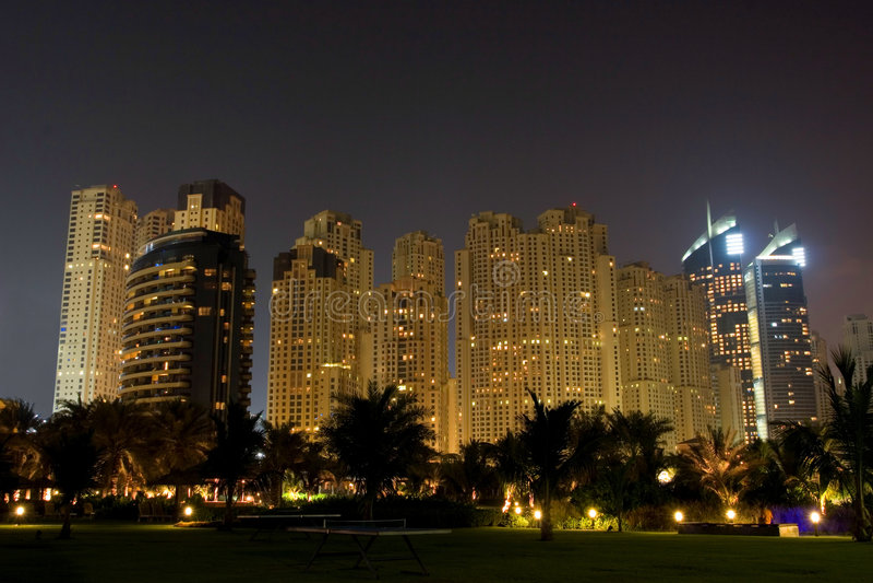 Rascacielos de la noche de Dubai imagen de archivo