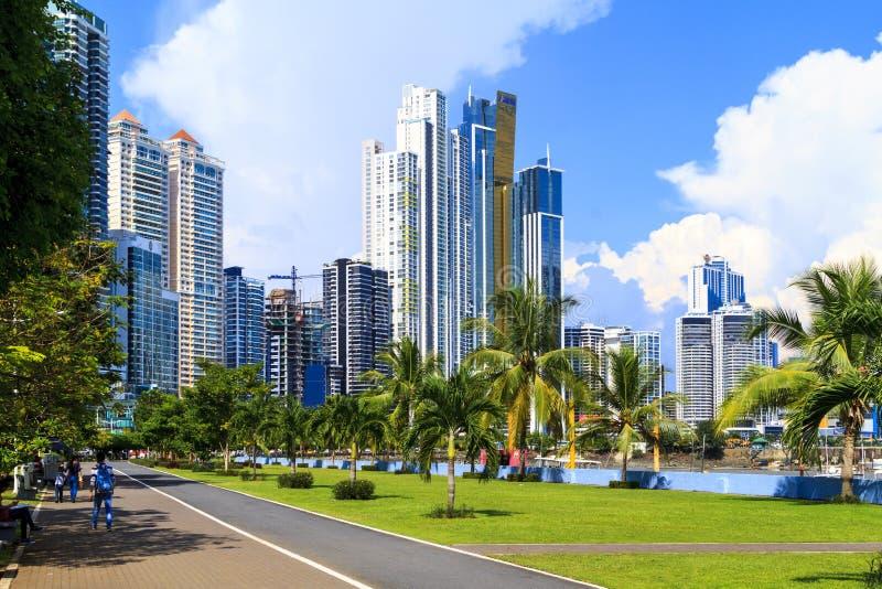 Rascacielos en ciudad de Panamá foto de archivo