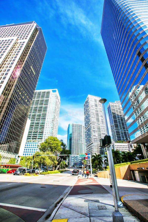 Rascacielos en el ámbito fundamental de Brickell en Miami céntrica fotos de archivo