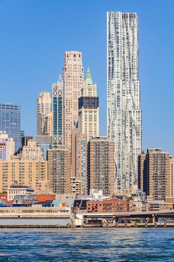 Rascacielos en Lower Manhattan del parque del puente de Brooklyn, NYC, U imagen de archivo libre de regalías