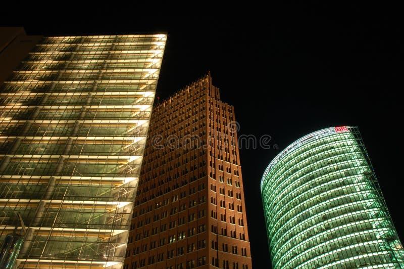 Rascacielos futuristas imagenes de archivo