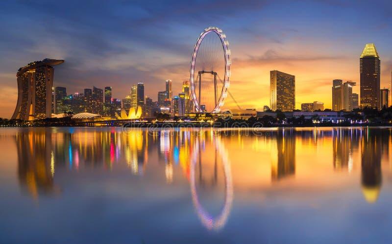 Rascacielos moderno bajo construcción Distrito financiero del ` s de Singapur foto de archivo libre de regalías
