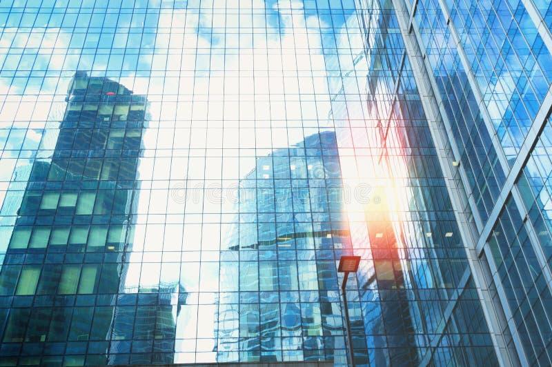 Rascacielos modernos del acero y del vidrio imágenes de archivo libres de regalías