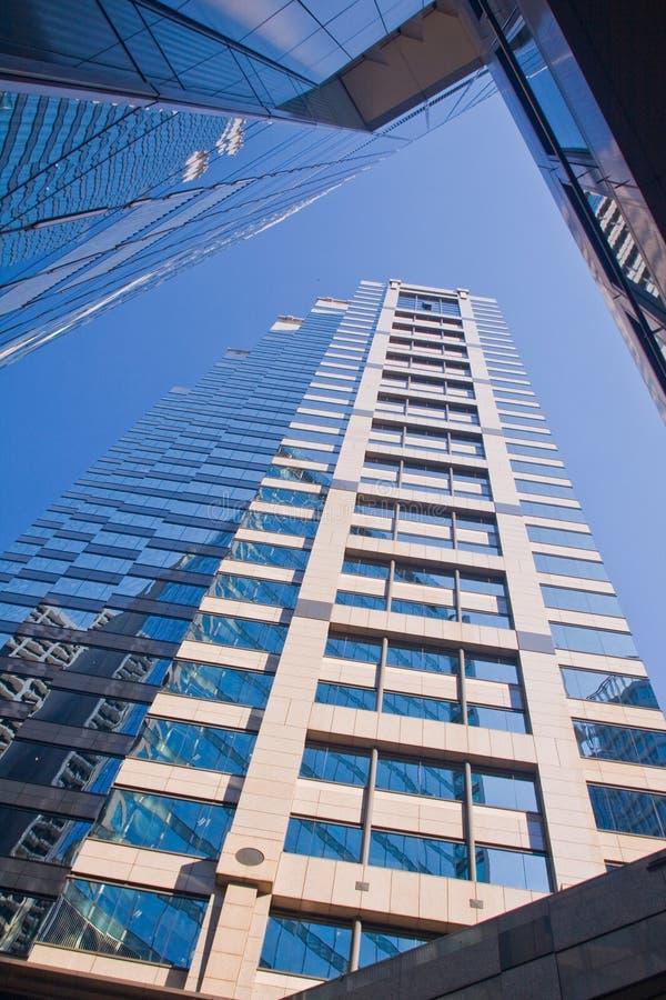 Rascacielos que mira para arriba imágenes de archivo libres de regalías