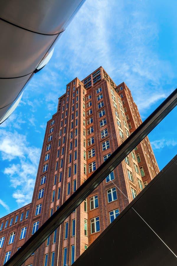 Rascacielos viejo en La Haya, Países Bajos foto de archivo libre de regalías