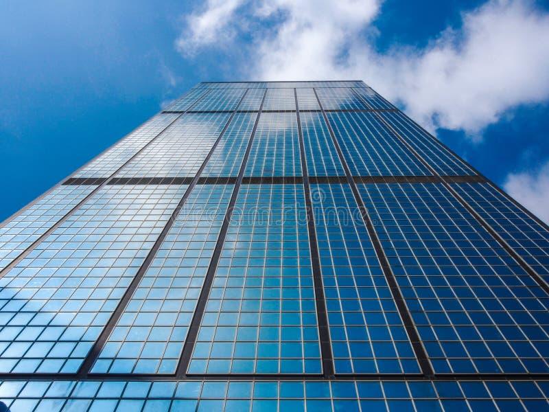 Rascacielos y cielo fotos de archivo