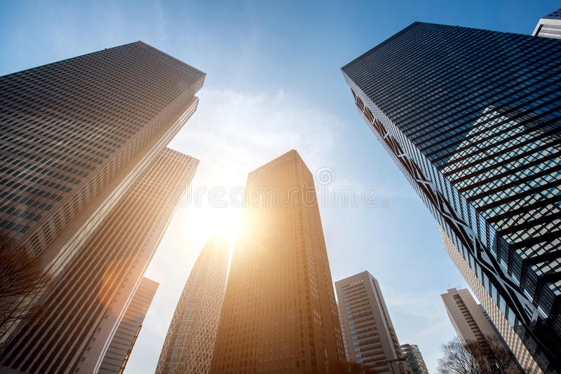 Rascacielos y edificios altos y cielo azul - Shinjuku, Tokio, Japón de Tokio fotos de archivo libres de regalías