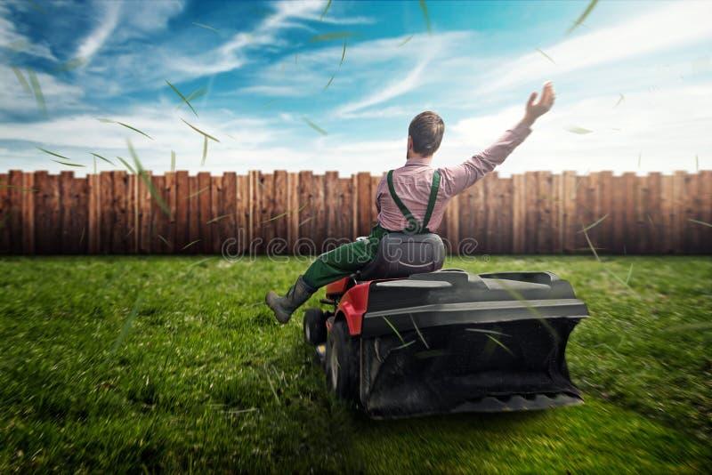 Rasen-Traktor lizenzfreie stockfotos