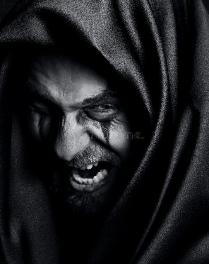 Raserei des verärgerten schlechten gespenstischen malefic Mannes stockbilder