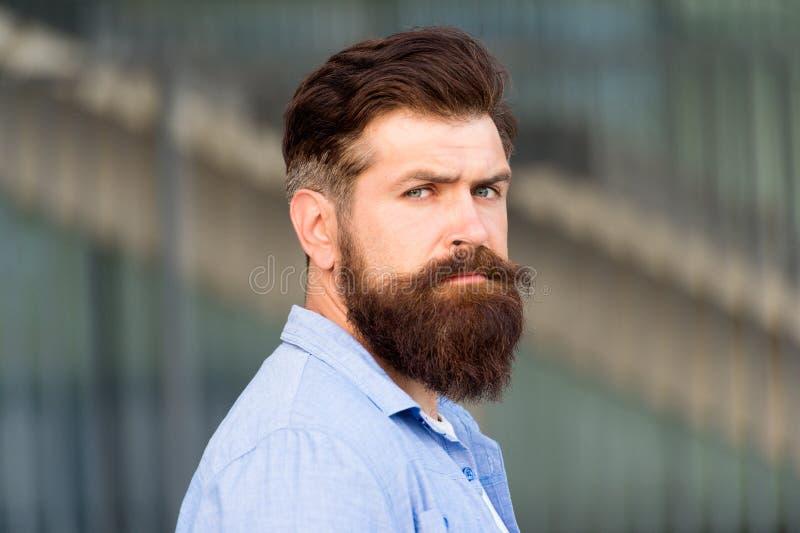 Raseur-coiffeur et coiffeur Beaut? masculine Dénommer des astuces de cheveux Créez le style personnel avec la pilosité faciale Hi photos libres de droits