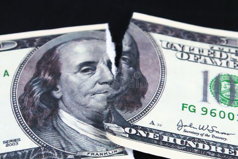 Rasgado rasgou-se desvalorizado cem cédulas do dólar colapso do dólar devaluation Moeda de queda fotografia de stock