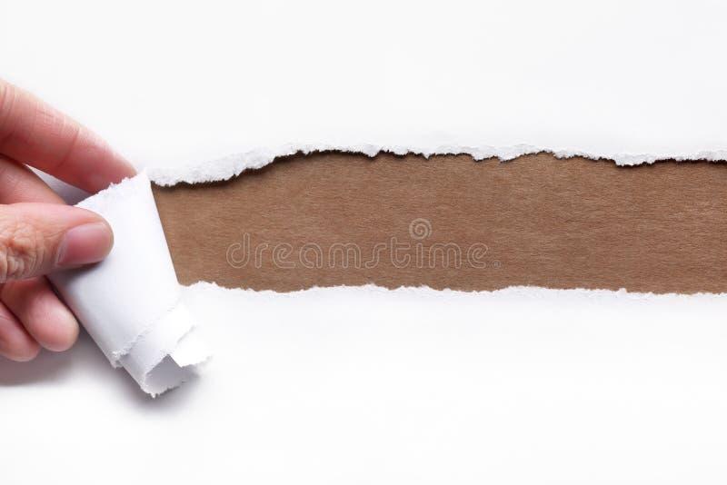 Rasgo da mão uma tira do papel fotografia de stock