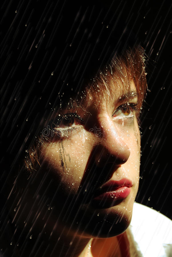 Rasgos na chuva fotos de stock