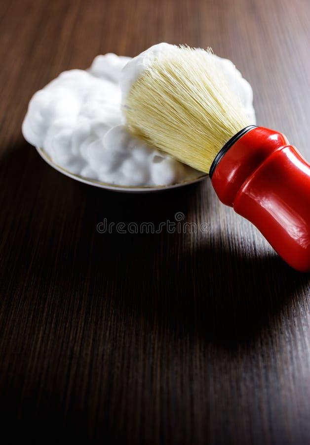 Rasierpinsel mit Schaumgummi stockbild
