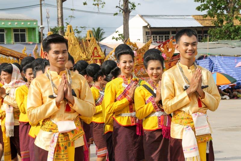 Rasisalai, Sisaket, THAILAND - MEI 31,2019: Thaise groep die Thaise muziek en het Thaise dansen in de oude parade van het Raketfe royalty-vrije stock foto