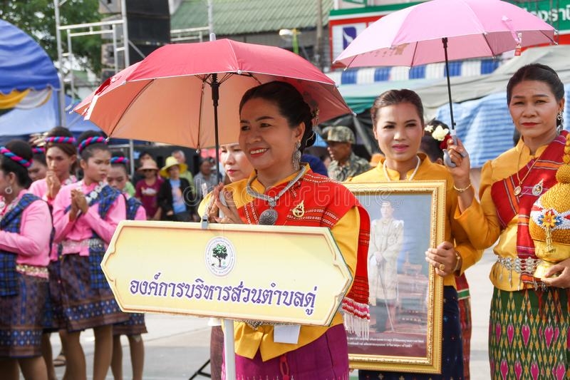 Rasisalai, Sisaket, THAILAND - MEI 31,2019: Thaise groep die Thaise muziek en het Thaise dansen in de oude parade van het Raketfe royalty-vrije stock afbeelding