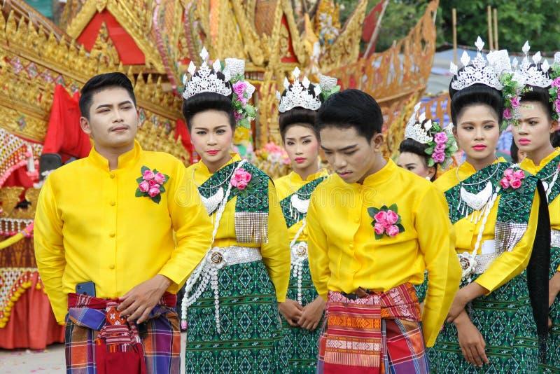 Rasisalai, Sisaket, THAILAND - MEI 31,2019: Thaise groep die Thaise muziek en het Thaise dansen in de oude parade van het Raketfe stock afbeelding