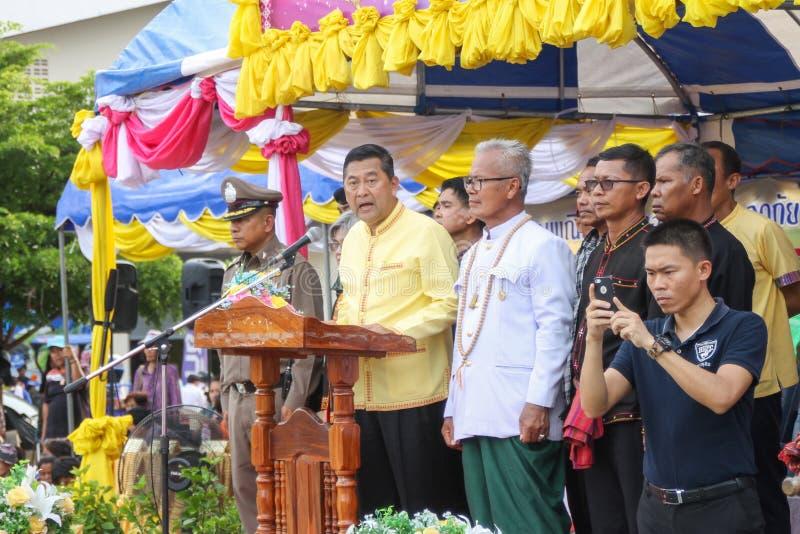 Rasisalai, Sisaket, THAILAND - MEI 31,2019: Thaise groep die Thaise muziek en het Thaise dansen in de oude parade van het Raketfe stock foto's