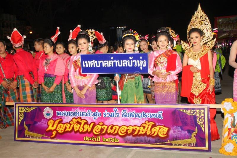 Rasisalai, Sisaket, THAILAND - MEI 31,2019: Thaise groep die Thaise muziek en het Thaise dansen in de oude parade van het Raketfe royalty-vrije stock fotografie