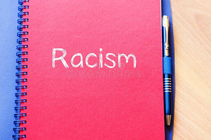 Rasism skriver på anteckningsboken royaltyfri foto
