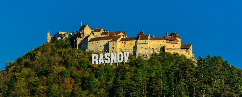 Rasnov fästning i trasylvania arkivbild
