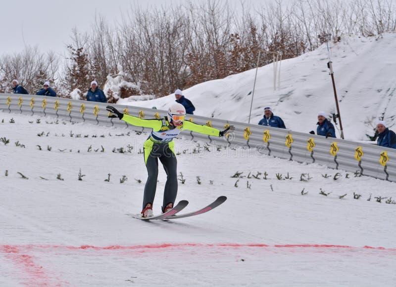 Rasnov, Roumanie - 7 février : HARALAMBIE Dana Vasilica concurrence dans le FIS Ski Jumping World Cup Ladies image libre de droits