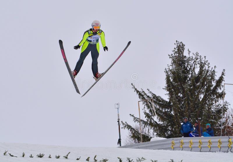 Rasnov, Roumanie - 7 février : HARALAMBIE Dana Vasilica concurrence dans le FIS Ski Jumping World Cup Ladies le 7 février 2015 da image libre de droits