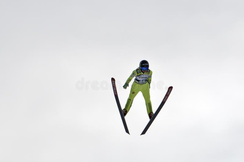 Rasnov, Roumanie - 7 février : Le pullover de ski inconnu concurrence dans le FIS Ski Jumping World Cup Ladies le 7 février 2015  photographie stock libre de droits