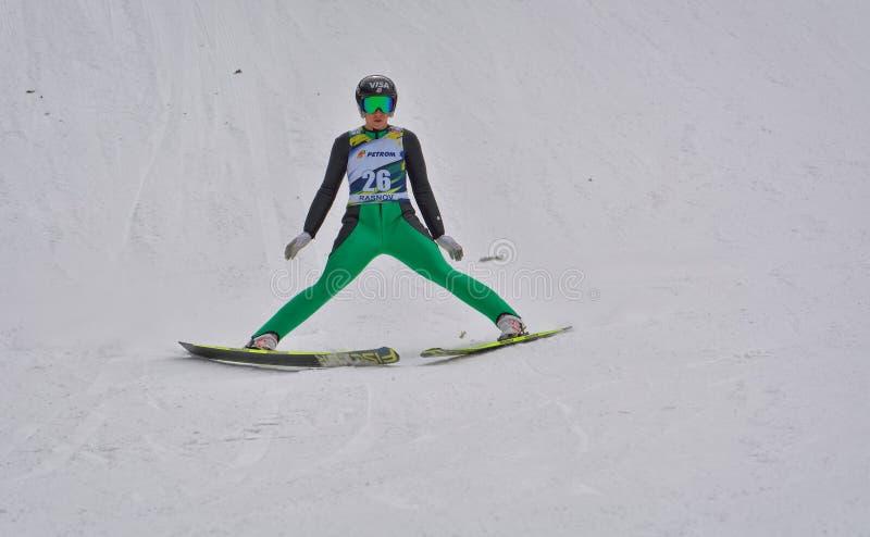 Rasnov, Roumanie - 7 février : Le pullover de ski inconnu concurrence dans le FIS Ski Jumping World Cup Ladies le 7 février 2015  photo stock