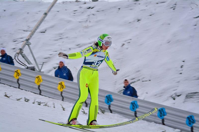 Rasnov, Roumanie - 7 février : Le pullover de ski inconnu concurrence dans le FIS Ski Jumping World Cup Ladies le 7 février 2015  photos libres de droits