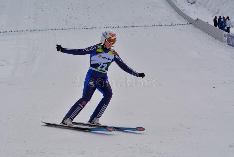 Rasnov, Roumanie - 7 février : Le pullover de ski inconnu concurrence dans le FIS Ski Jumping World Cup Ladies le 7 février 2015  photo libre de droits