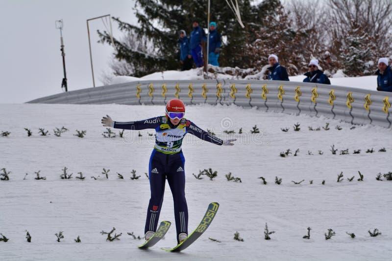 Rasnov, Roumanie - 7 février : RUPPRECHT Anna concurrence dans le FIS Ski Jumping World Cup Ladies le 7 février 2015 dans Rasnov, image libre de droits