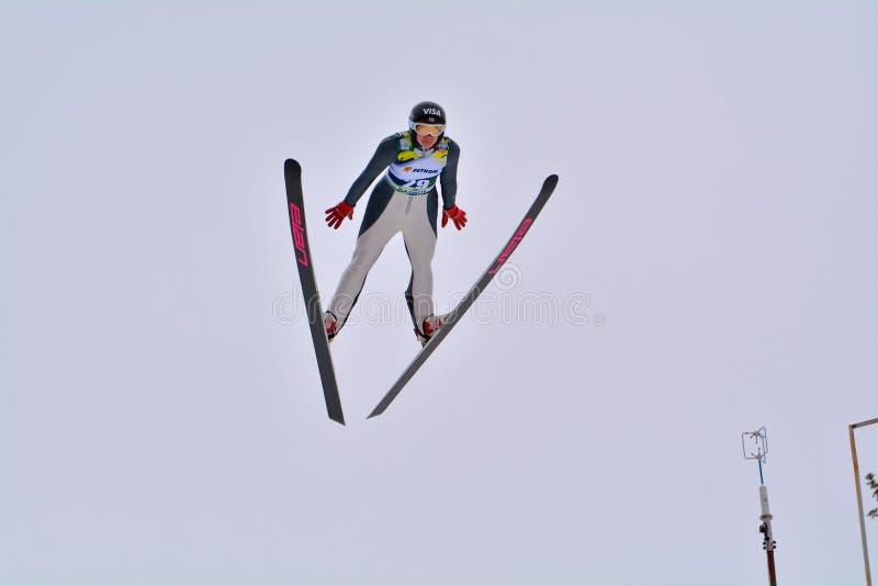 Rasnov, Rumänien - 7. Februar: BOGATAJ Ursa konkurriert im FIS Ski Jumping World Cup Ladys stockbilder