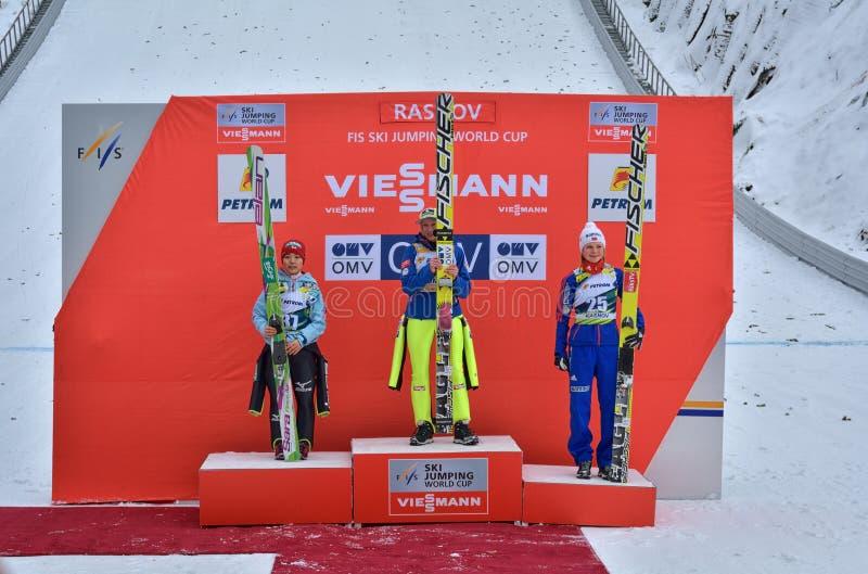 Rasnov, Rumänien - 7. Februar: Unbekannter Skispringer konkurriert im FIS Ski Jumping World Cup Ladys am 7. Februar 2015 in Rasno stockbild