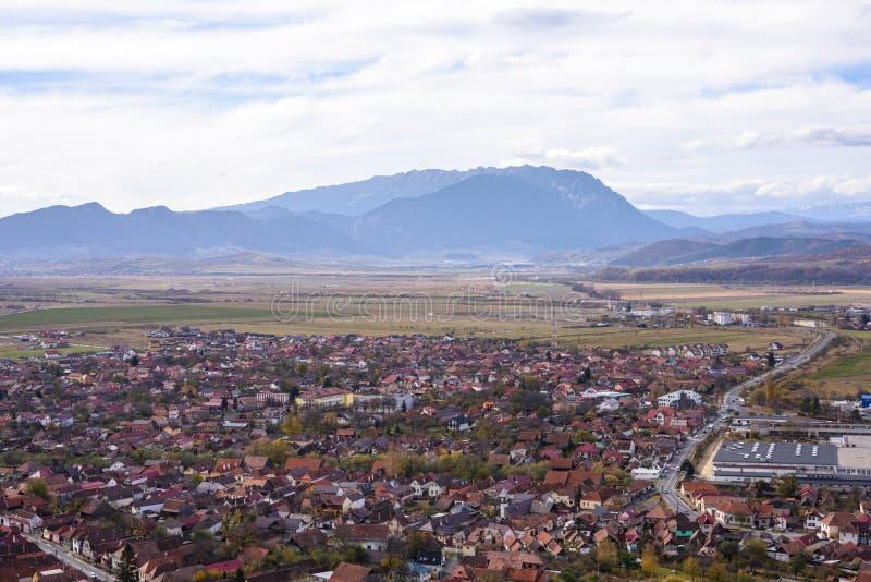 Rasnov stad från bästa sikt för citadell arkivbilder