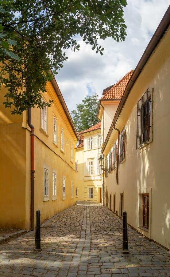 Rasnovka Street Prag, Tjeckien royaltyfri foto