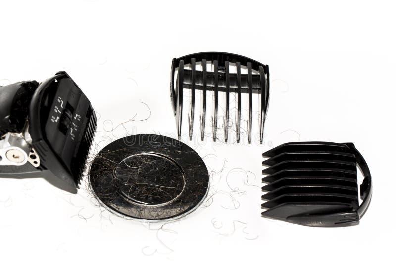 Rasoio nero elettrico con gli accessori sopra fondo bianco nel lavabo fotografie stock libere da diritti
